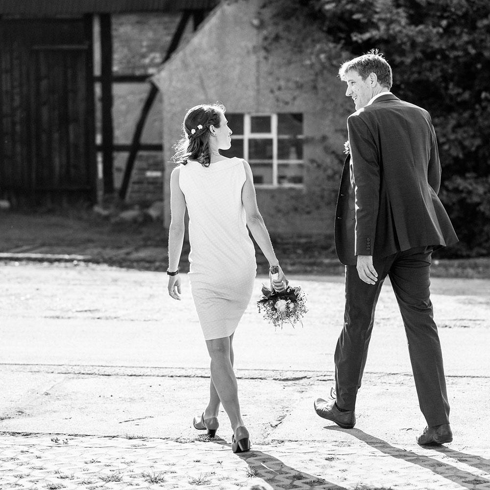 Schattin-Hochzeit-filitz-fotografie-spaziergang