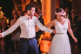 Tanzendes Brautpaar.