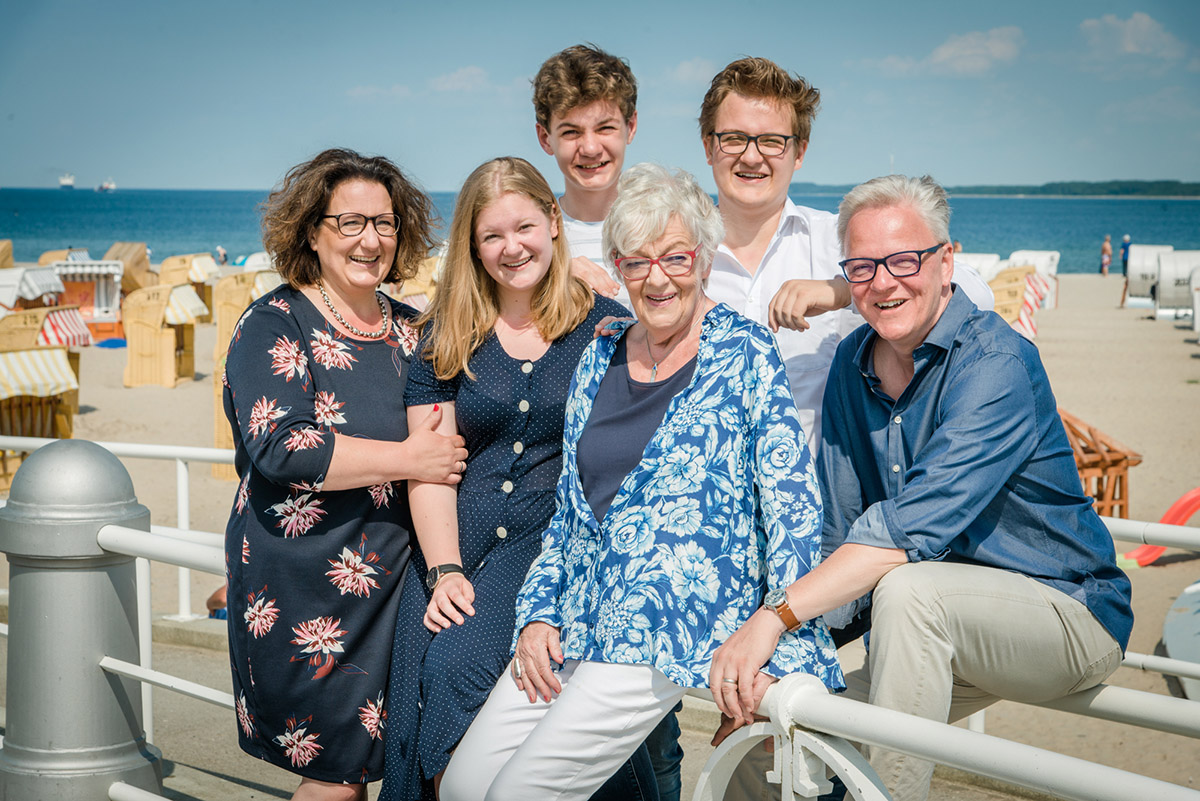 Familienshooting-Travemuende-Familienfotos-Ostsee