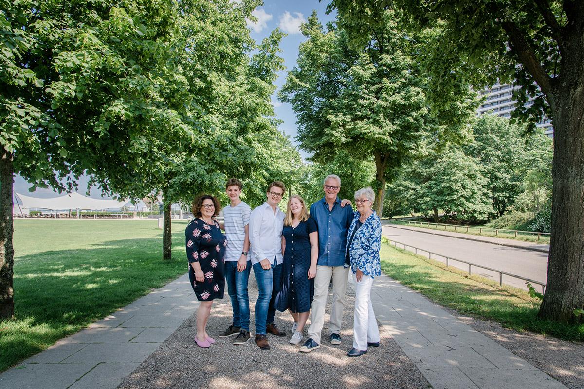 Familienshooting-Travemuende-Familienfotos-alte-Allee