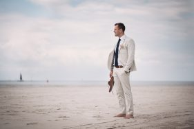 Filitz-Fotografie Hochzeit Travemuende Priwall Braeutigam am Strand